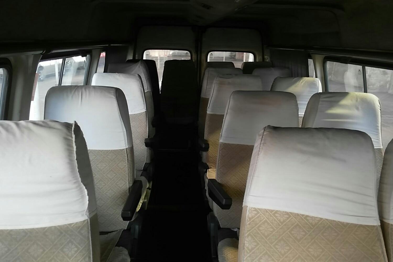 【上海】 福特 全顺经典 2006款 2.8t 手动 中顶17座 柴油( 白色 )