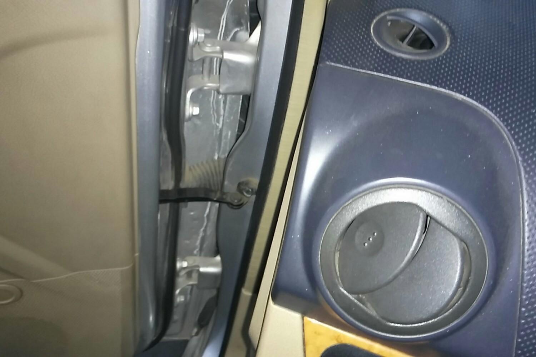 车架号 车架号 左前梁头 左前梁头 拆卸脱漆 发动机盖右侧铰链