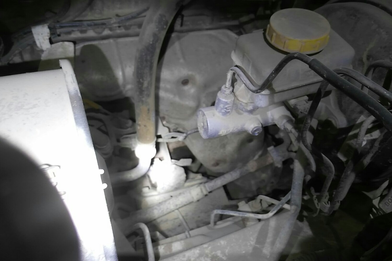 4 手动 xe标准型四驱 国iv( 白色 )  发动机舱 发动机舱 20cm以上变形